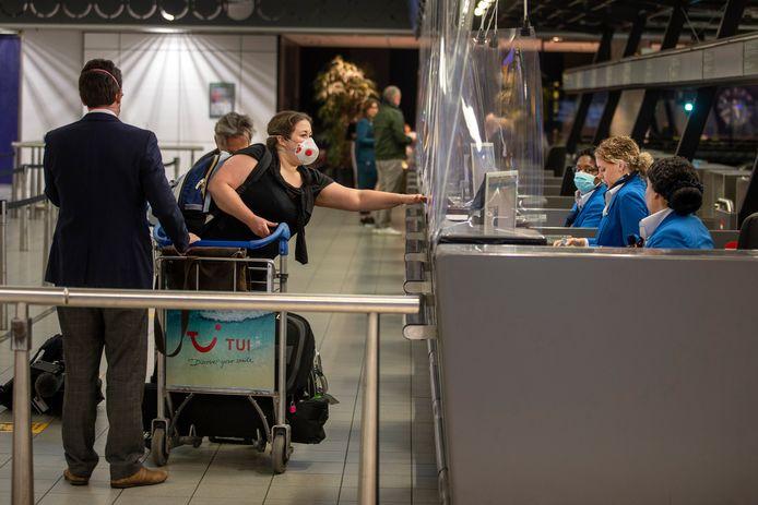 Transavia begint is weer mondjesmaat begonnen met vliegen vanaf Schiphol. Komende week gaat de luchtvaartmaatschappij naar drie bestemmingen in Spanje en Portugal.
