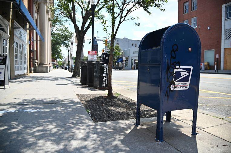 Een postbus in New Jersey. De post komt middelen tekort.  Beeld AFP
