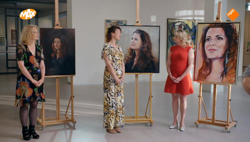 Astrid, Yvonne en Ellen-Claire met hun doeken.