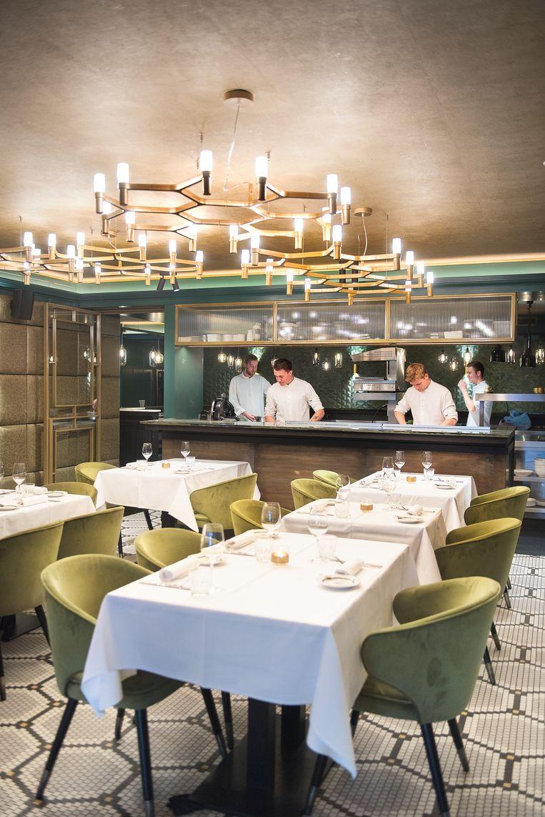 Restaurant Maris Piper in Amsterdam. Links vooraan Chef Pépé Topper. Beeld Els Zweerink