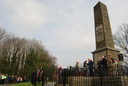 """Burgemeester Mikkers spreekt bij het monument van The Royal Welsh in Pontypridd. ,,Het leeuwendeel van de gesneuvelde mannen, de jongste 17 en de oudste 46, kwam uit het zuiden van Wales."""""""