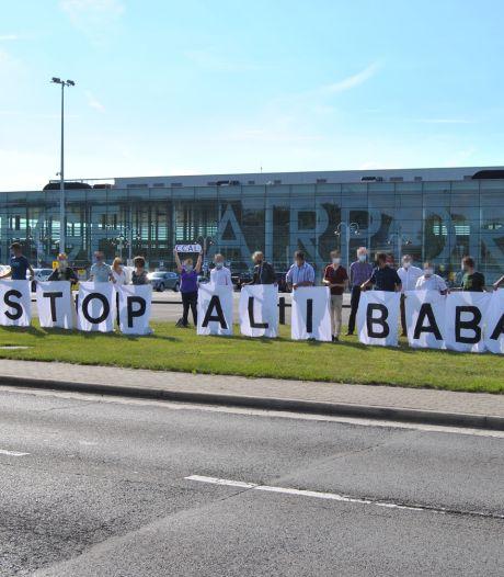 """Extinction Rebellion organise une """"Aliba'balade"""" à vélo pour dénoncer l'arrivée du géant de l'e-commerce à Liège"""