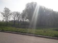 Invalide man achtergelaten na aanrijding polderweg bij Stampersgat