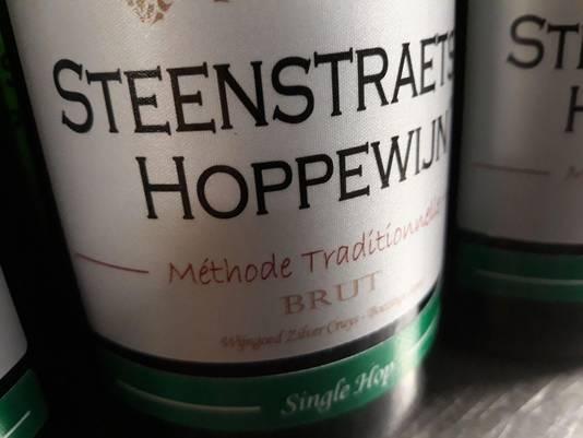 Het speciale etiket is gemaakt van satijnstof en weekt niet los in de ijsemmer zoals een papieren etiket.