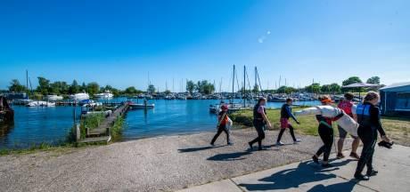 Dramatisch sloepongeluk dreunt na in Zeewoldese jachthaven: 'Je wilt helpen, maar je kunt zo weinig doen'