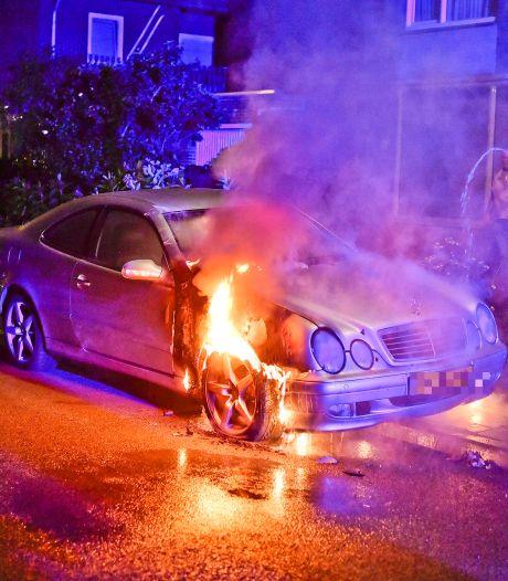 Mercedes in brand in Valkenswaard, brandstichting niet uitgesloten