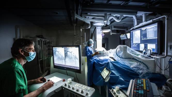 Primeur voor Middelheimziekenhuis: cardioloog voert hartoperatie uit met robot