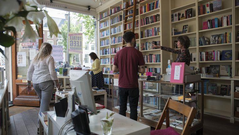 Klanten kwamen graag in de open winkel in de Utrechtsestraat, voor een praatje en gericht advies. Beeld Charlotte Odijk