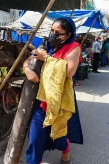Corona sloopt nu ook Indiase platteland: lijken drijven voorbij in Ganges
