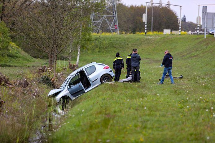De jonge bestuurder schoot van de weg af en belandde in de berm.