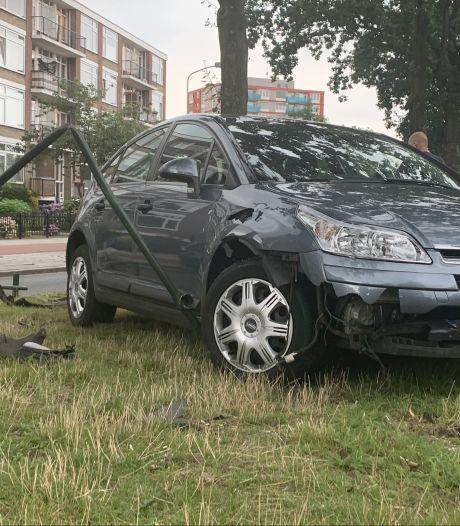 Auto zwaar beschadigd door eenzijdig ongeluk in Ede