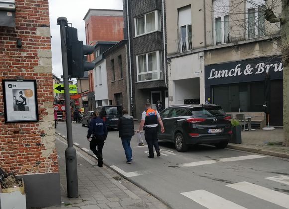 Agenten van politiezone Rupel weten blijkbaar niet dat de Begijnenstraat een éénrichtingsstraat is.