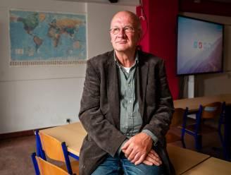 """Eric (69) komt na drie jaar terug uit pensioen om lerarentekort op te vangen: """"Ik heb geen seconde getwijfeld"""""""