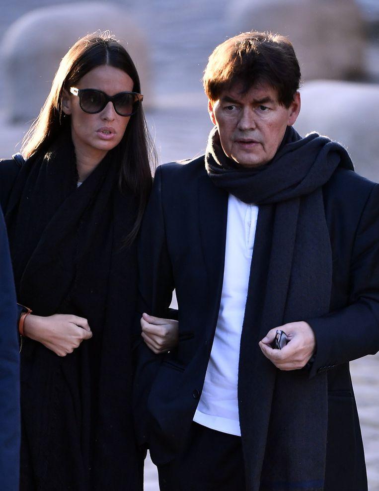 Saphia Wesphael arriveert met haar vader Bernard bij de rechtbank. Beeld BELGA