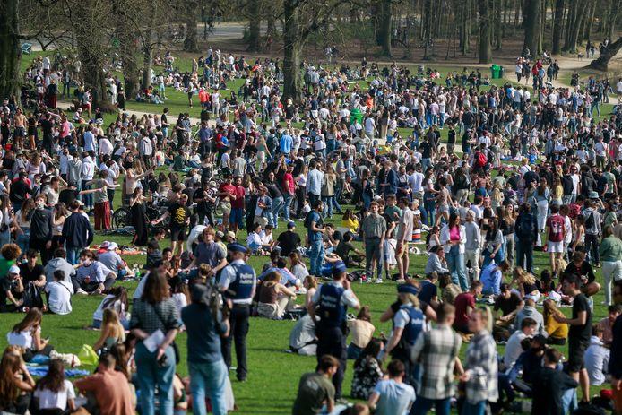 Le faux festival La Boum a réuni près de 2.000 personnes au Bois de la Cambre jeudi soir.