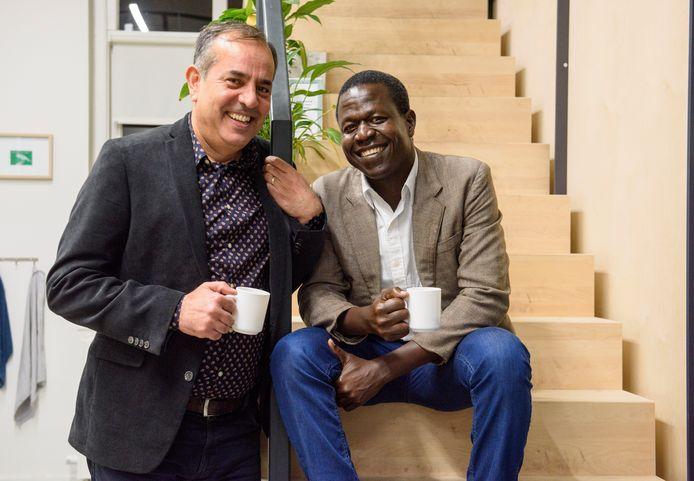 """Qader Shafiq uit Nijmegen (l) en William Amanzuru uit Oeganda: ,,Het allerbelangrijkste aspect is rust voor de activisten."""""""