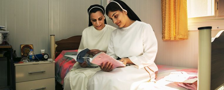 Christelijke zusters in het vluchtelingenkamp. Beeld Tim Dirven