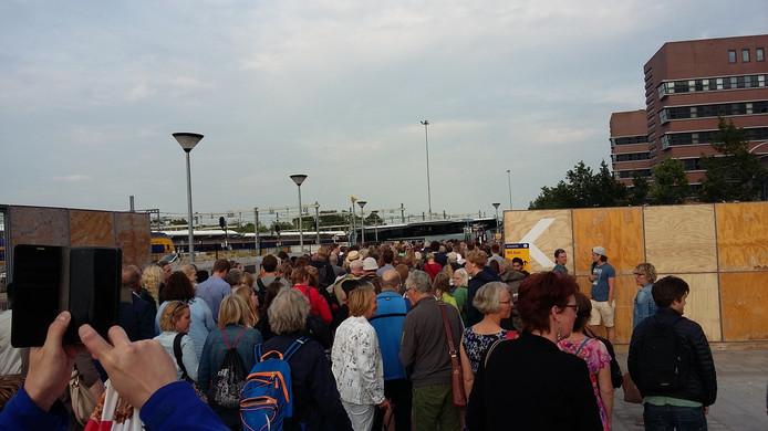 De gesloten NS-poortjes in Zwolle zorgde voor veel chaos donderdagavond