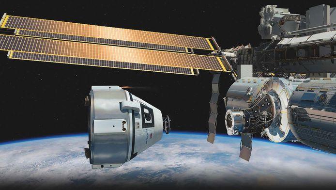 Een tekening van NASA waarbij de Crew Space Transportation (CST)-100 spacecraft (links) bijna aanmeert aan ruimtestation ISS