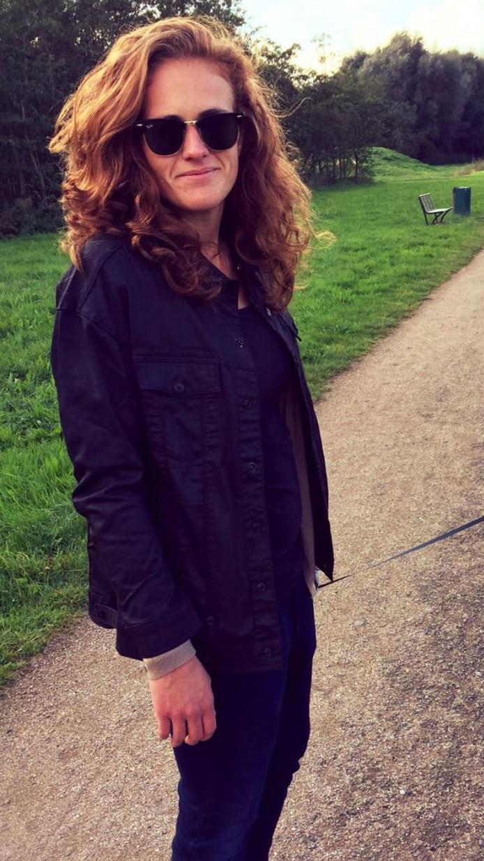 Anne-Sophie van Daalen (28) uit kritiek op Driestar College in Gouda na Nashvilleverklaring. Zelf woont ze in Zoetermeer