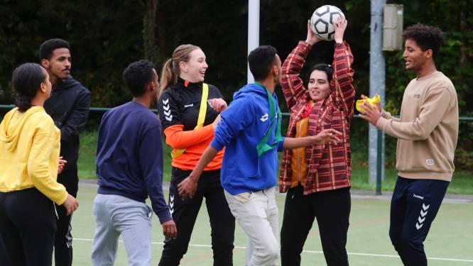 Gevlucht uit Syrië of Afghanistan en nu iedere zaterdag bij de korfbalclub
