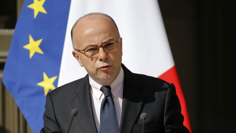 De Franse minister van binnenlandse zaken Bernard Cazeneuve. Beeld AP