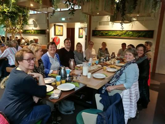 Leraren van De Tandem in Zwijndrecht houden een 'stakingslunch'.
