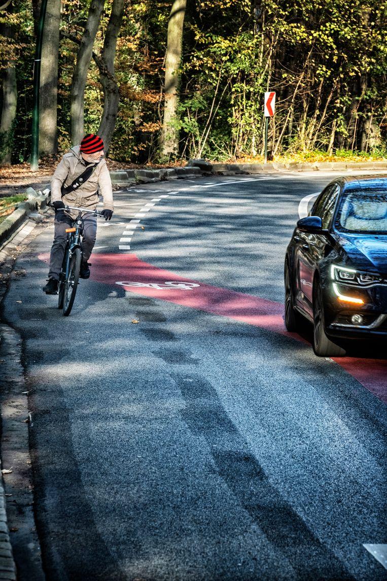 belgie, Brussel, 20/11/2020een gevaarlijk fietspad op de rijweg in Terkamerenbos waar de fietsstrook plots naar de rijweg draait om een voorsorteer rijvak te creëren voor de auto's Beeld Tim Dirven