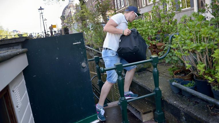 In juli ontdekte de gemeente Amsterdam elf woonboten die illegaal als hotel werden gebruikt, grotendeels na klachten van omwonenden. Beeld Hollandse Hoogte