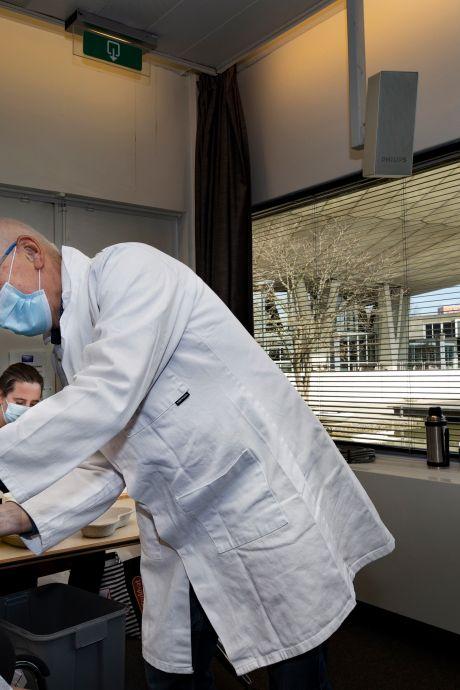 Huisarts over zwabberend prikbeleid: patiënten snappen er geen hout meer van