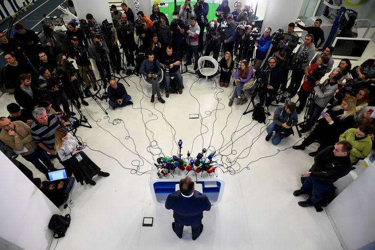 Stanislav Pozdnyakov, preses van het Russische Olympisch Comité, staat in december 2019 de pers te woord nadat Rusland voor vier jaar is geschorst.  Beeld AFP