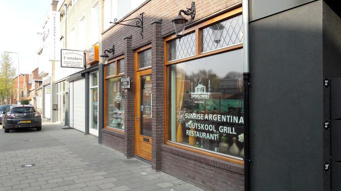 De houtskoolgrill in restaurant Sunrise Argentina is de meest waarschijnlijke bron van het giftige  koolmonoxidegas bij de bovenburen.