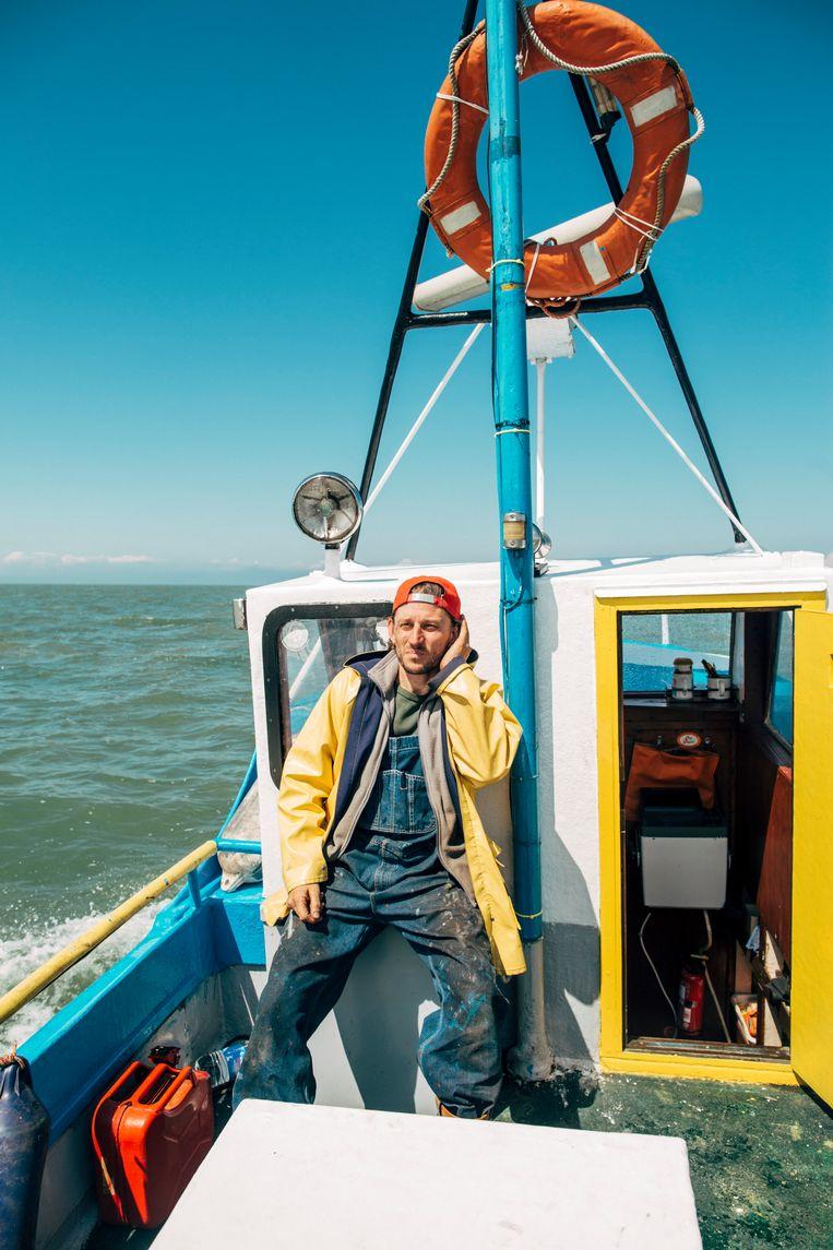 De sloep ligt in Nieuwpoort.Titus en vriend Robbe varen zo'n drie keer per maand, maar liever vaker. Beeld Eva Vlonk
