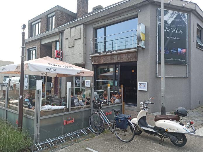 Eet- en praatcafé De Kluis in Waarschoot.