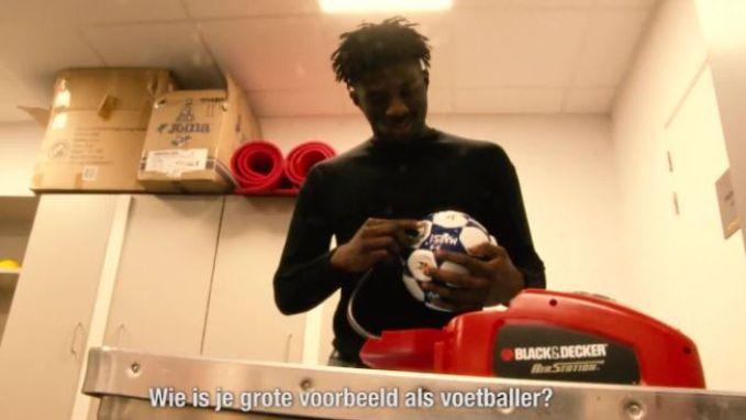 """KVO-debutant mag ballen oppompen en visitekaartjes sorteren op het clubsecretariaat: """"Kompany is mijn grote voorbeeld"""""""