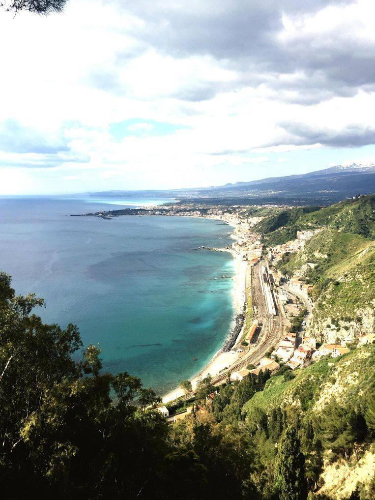'Toen ik begin van deze eeuw aan alles begon te twijfelen, trok ik naar Sicilië waar ik bij het plaatsje Taormina een huis kocht. Ik was een soort Hemingway die ging vissen, zeg maar.' Beeld null