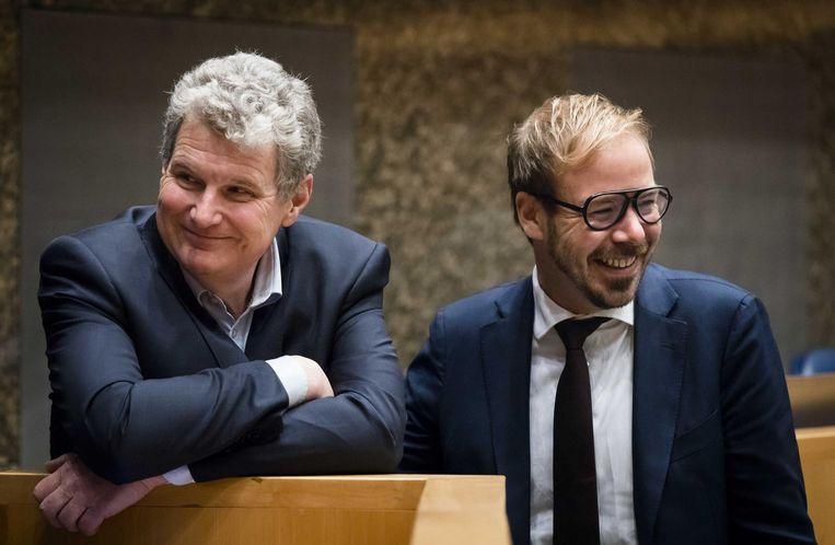 Gijs van Dijk (r) naast zijn collega William Moorlag in de Tweede Kamer. Beeld anp