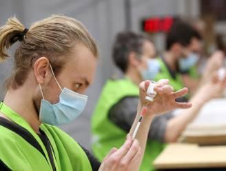 OVERZICHT. Aantal nieuwe besmettingen neemt opnieuw flink toe