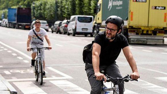Het aantal Belgen dat met de fiets naar het werk gaat, steeg van 7 procent in 2010 naar 16 procent vorig jaar.