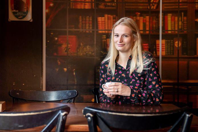 Demi Blaauw begint een onlinecafé voor eenzame jongeren.