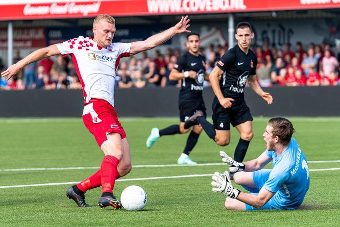 Kozakken Boys - HHC, Kozakken Boys Johnny Lommers tegen HHC doelman Nick Borgman