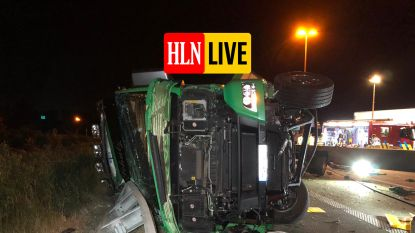 Urenlange hinder verwacht op E17 na gekantelde vrachtwagen met koeien in Gentbrugge en tweede ongeval in staart van file