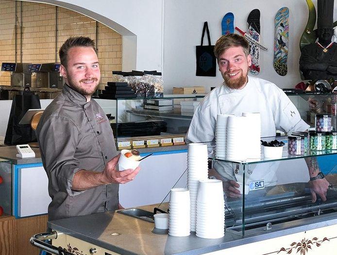 De ijsboer en de bonbonmaker slaan de handen ineen: Marc Bierkens en Dries Michels openen vrijdag een ijssalon in Friandries aan de Willem II-straat.