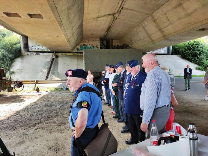 De herdenking vond plaats onder de brug van de R8 in de Wevelgemsevoetweg