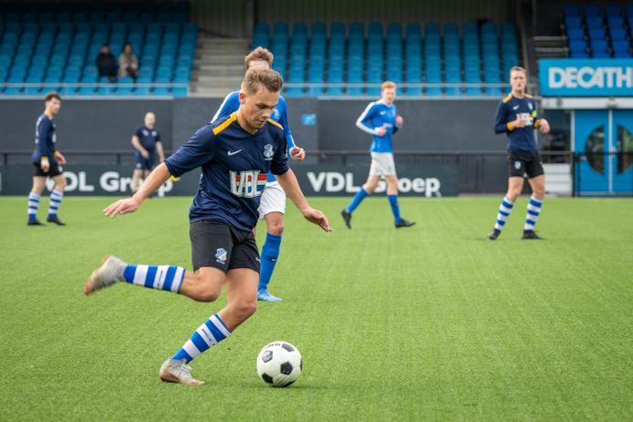 Julian Belle in actie voor FC Eindhoven.