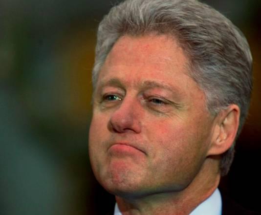 Bill Clinton overleefde in 1998 een 'impeachment' omdat de Senaat  na de Lewinsky-affaire niet instemde met de bevindingen van het Huis en de president vrijsprak.