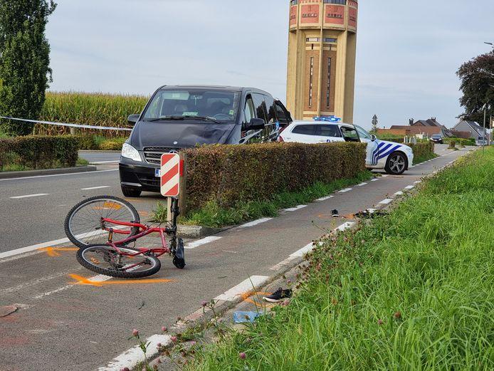 Een fietsster verkeert in levensgevaar na een zwaar ongeval op de Brusselbaan in Sint-Pieters-Leeuw