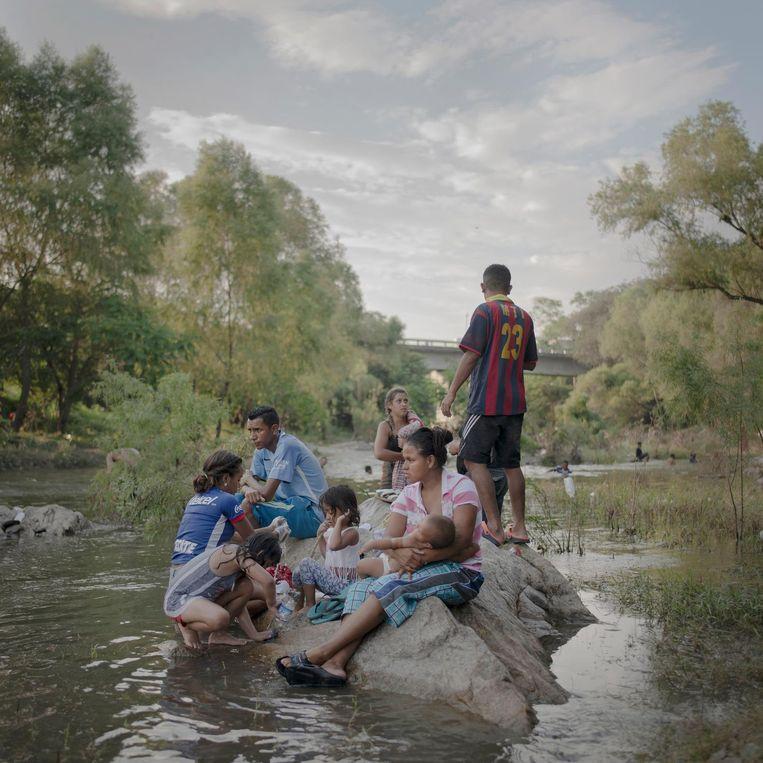 Migranten onderweg van Mexico naar de VS. Beeld Pieter ten Hoopen