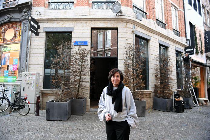 Marina Crombez van Mirte voor het pand in de Mechelsestraat waar tweede zaak Mirte Boutique de deuren zal openen.