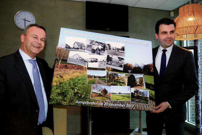 Burgemeester Mark van Stappershoef (l) en wethouder Berend de Vries.